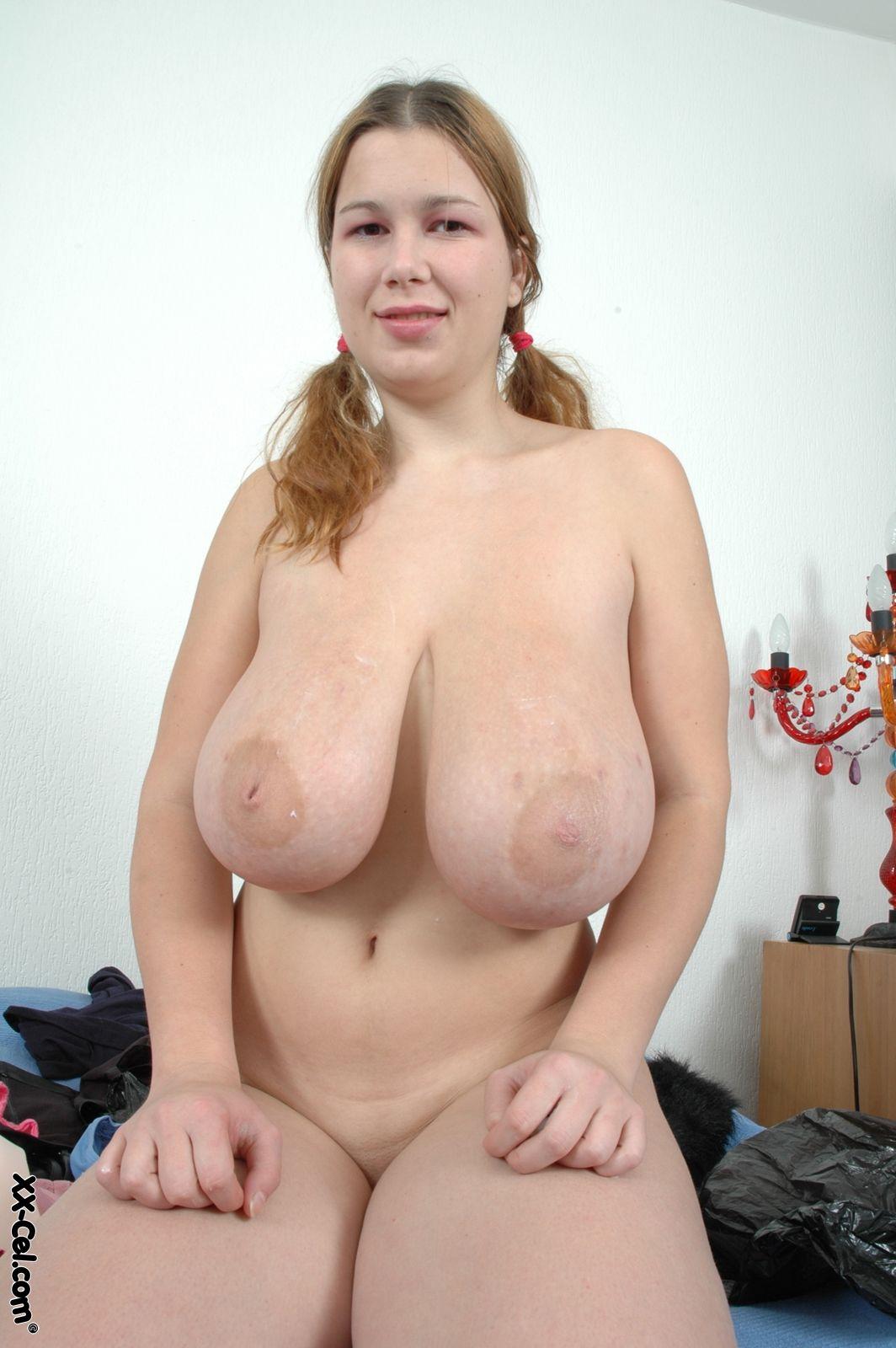 Фото голых с большой висячей грудью 9 фотография